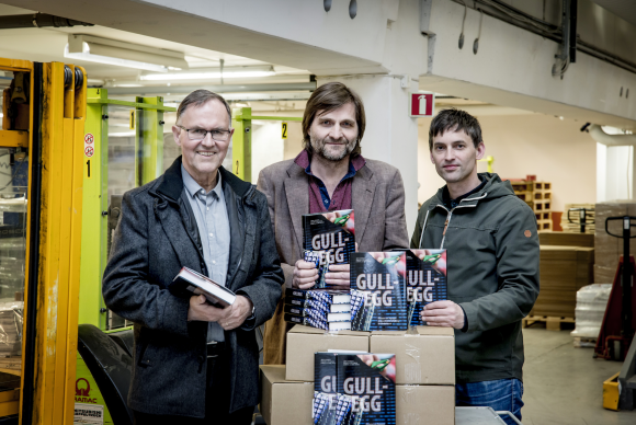 Aquagens history goes hand in hand with the history of the aquaculture industry. The authors Arne Storset, Magne S. Otterdal and Gorm K. Gaare have made the book. Photo: Blue Frontier Media.