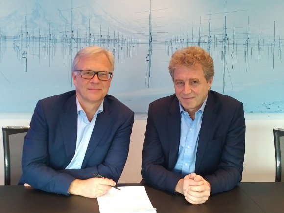 The agreement on the acquisition of GenoMar Genetics was signed by Odd Magne Rødseth, director of aquaculture in EW Group (left) and Tor Vikenes, CEO in Norway Fresh.